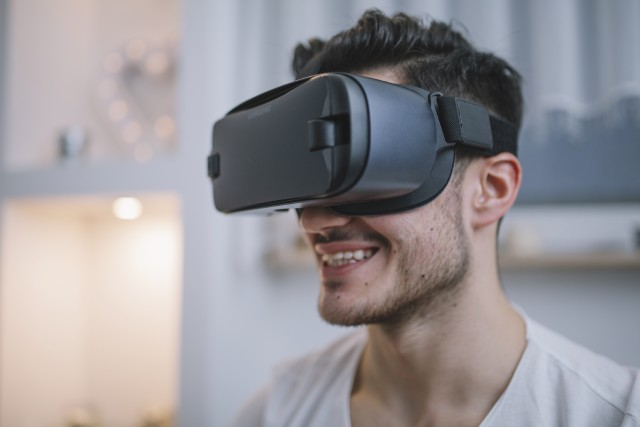 Samsung Gear VR Headset. An app, smartphone and a VR headset - The trio of hope for Low vision