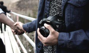 5 Reasons to start Video Blogging today. Best Video Blogging Camera. Friendly Edmonton photographer photo by Banter Snaps (@bantersnaps) on Unsplash