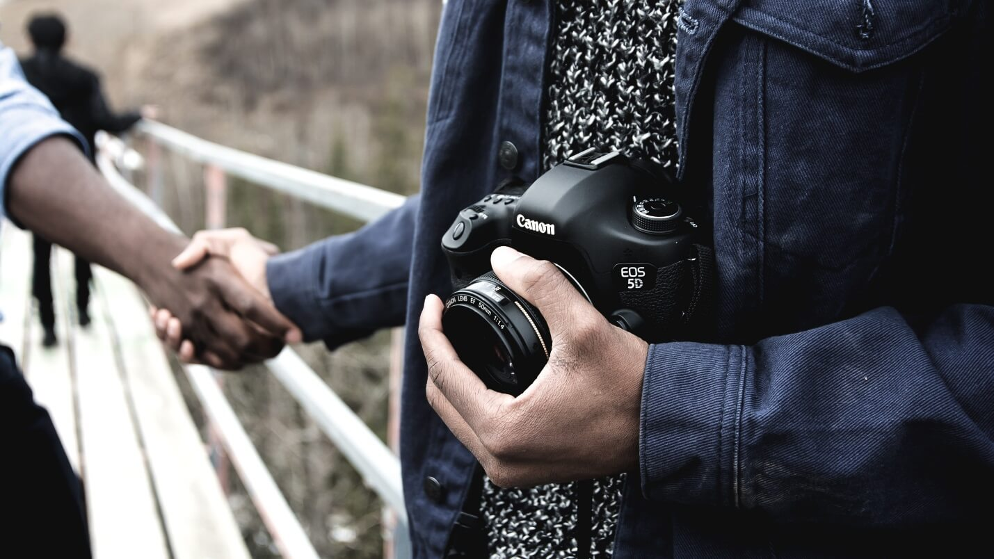 Best Video Blogging Camera. Friendly Edmonton photographer photo by Banter Snaps (@bantersnaps) on Unsplash