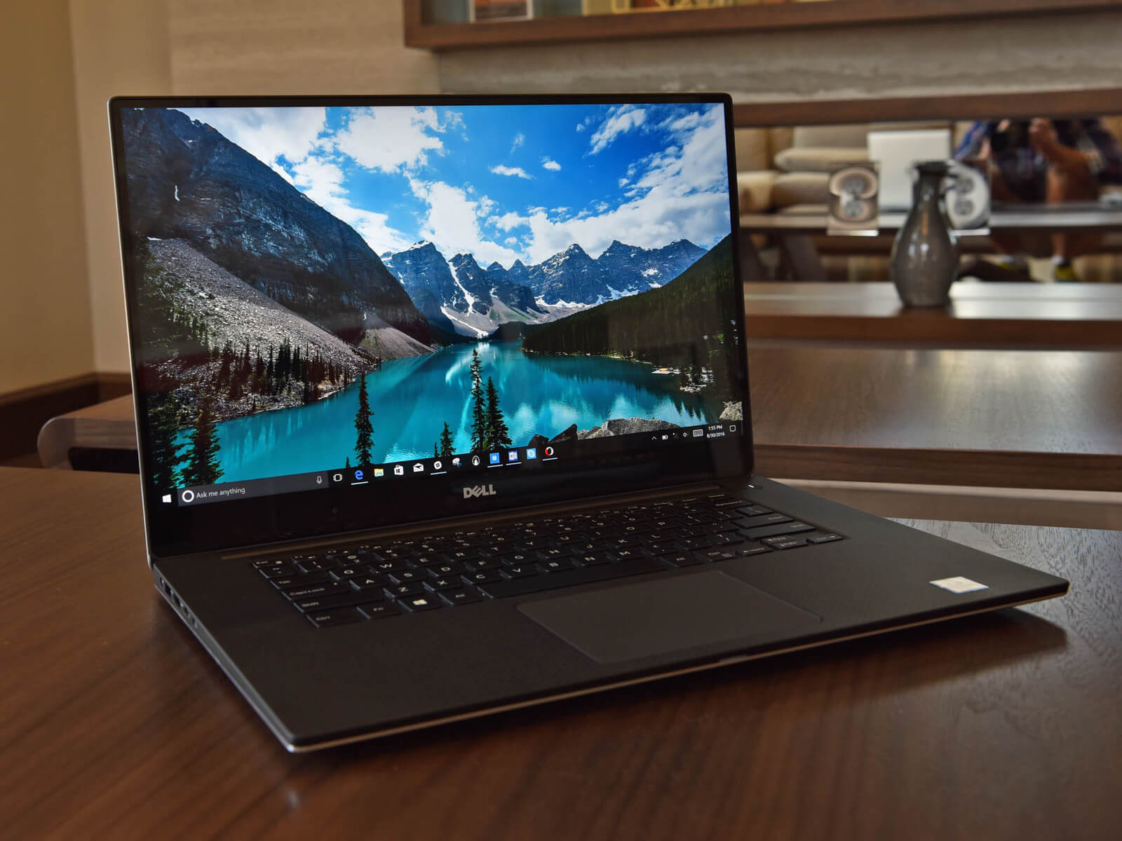 10 Best Chosen Laptops In 2018: Dell XPS 15 9560 Laptop