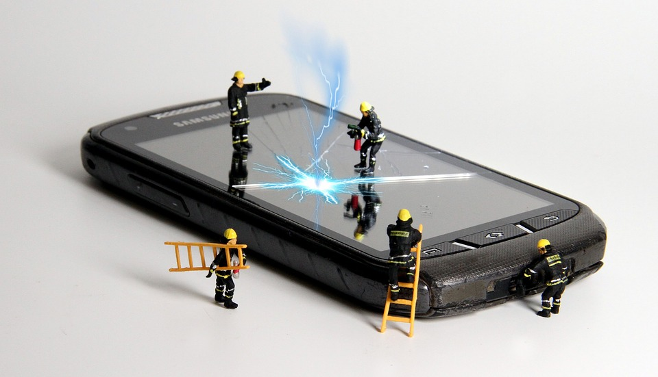 DIY Repair vs. Professional Phone Repair - Getting the help you need