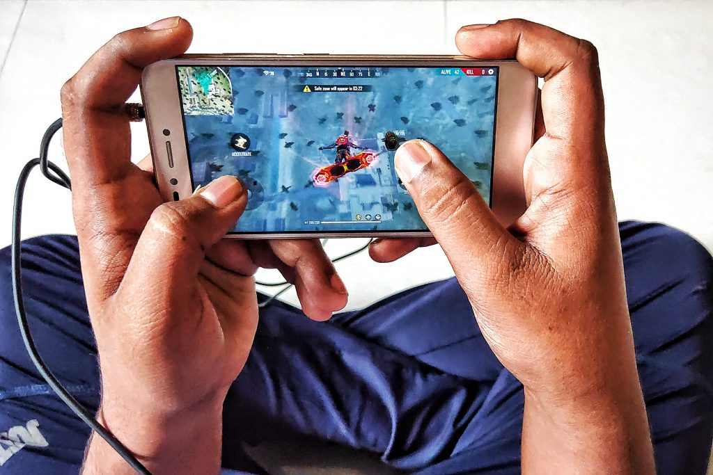 Mobile gaming, Playing video game on mobile.